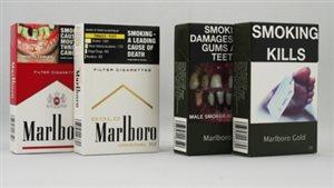 Des paquets de cigarettes avec des mises en garde explicites.