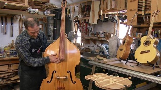 Des instruments de musique fabriqués avec du bois d'ici