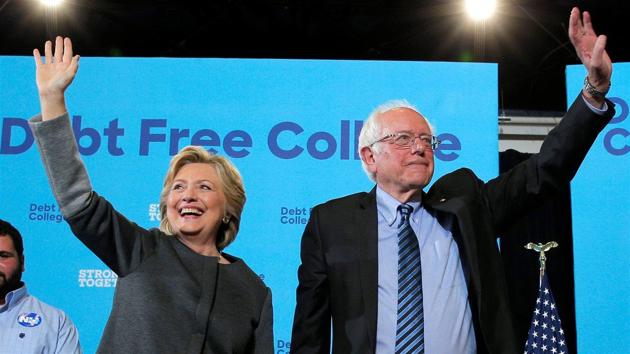 La candidate démocrate Hillary Clinton et le sénateur Bernie Sanders à l'Université du New Hampshire