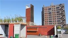 Des conteneurs empilés et un bar en attendant le futur campus de l'UdeM
