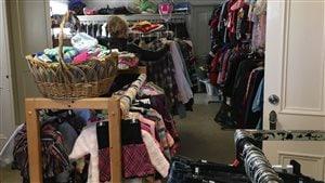 friperie. Relais Santé a emménagé son magasin de vente de vêtements usagés dans le presbytère