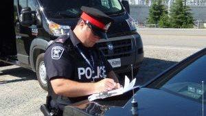 Un policier de Timmins.