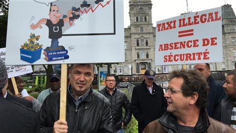 Les chauffeurs de taxi manifestent leur colère à Québec.