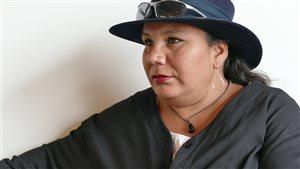 Survivante de la rafle des années 60,  Lori O'Cheek s'est fait dire que ses dossiers d'adoption ont été détruits dans un incendie.