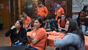 Des jeunes participaient à la Journée du chandail orange qui rend hommage aux survivants des pensionnats autochtones.