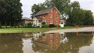 Une route inondée dans la région de Windsor-Essex