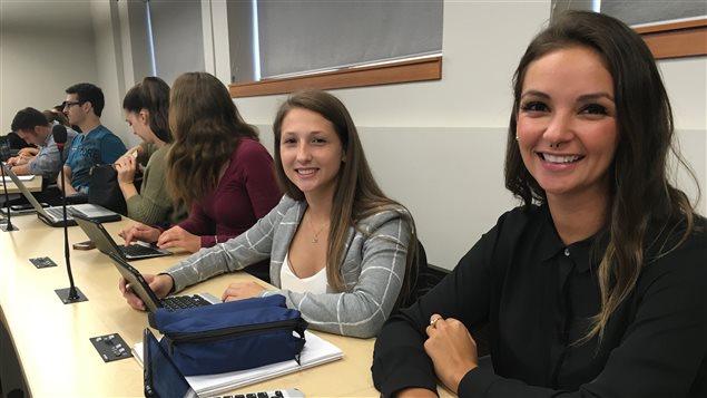 Geneviève Lavoie et Pascale Ouellet-Dufour sont étudiantes en première année de médecine à l'UQAC.