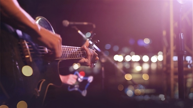 Un musicien sur scène
