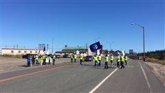 Nouvelle manifestation des employés de bureau d'ArcelorMittal à Port-Cartier
