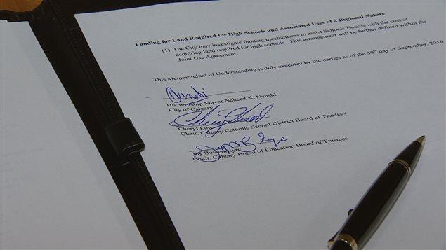 Calgary a signé vendredi un protocole d'entente avec le Conseil scolaire catholique et le Conseil scolaire public.