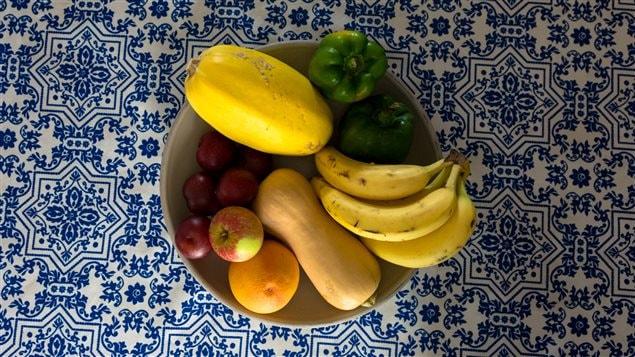 Des fruits et des légumes sur la table de la cuisine de Marie-Claude Morin