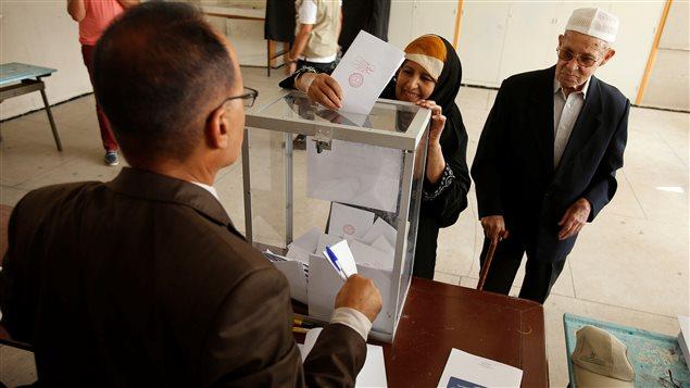les marocains ont vot aujourd hui pour lire leurs d put s ici radio. Black Bedroom Furniture Sets. Home Design Ideas