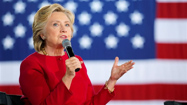 La candidate démocrate Hillary Clinton répond à une question du public, lors d'une allocution en Pennsylvanie.