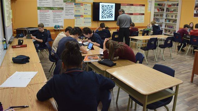 Des élèves de secondaire 3 régulier à l'Institut d'enseignement de Sept-Îles.