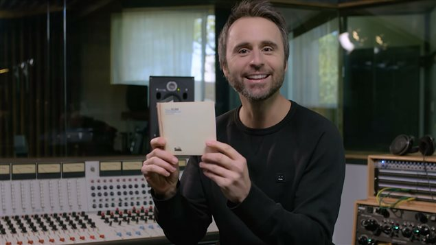 Les remerciements des pochettes d'albums avec Louis-José Houde