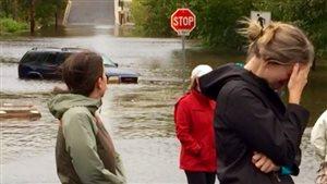 Environ 225 millimètres de pluie sont tombés à Sydney, au Cap-Breton, lundi, forçant des automobilistes à abandonner leur voiture.