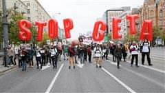 Protestations en Europe contre le libre-échange avec le Canada et les É.-U.