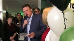 Le maire d'Halifax, Mike Savage, remercie les électeurs pour leur confiance, lors des élections municipales.
