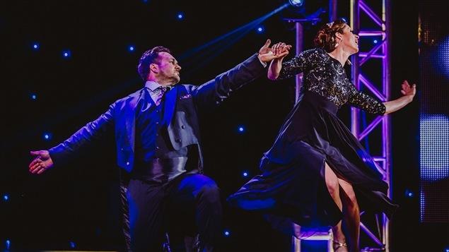 Marie Turgeon et Louis-Philippe Dandenault dans un fox trot sur la scène des Dieux de la danse.