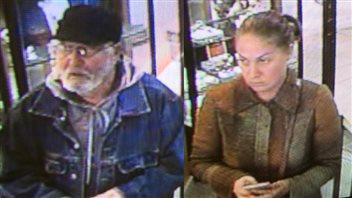 Les deux suspects recherchés pour un vol commis dans une bijouterie de Charlottetown.