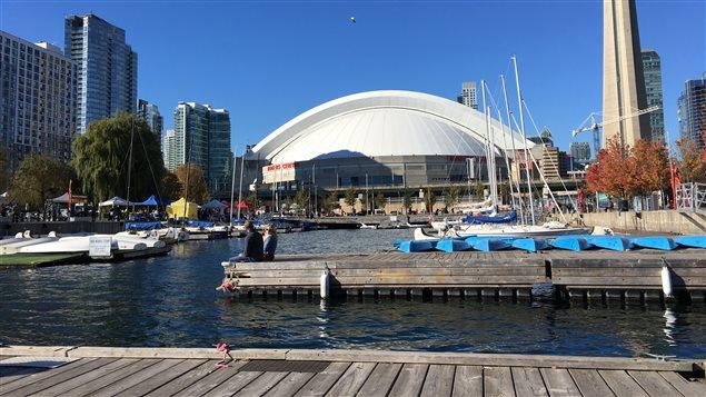 Photo du Centre Rogers de Toronto vue du port