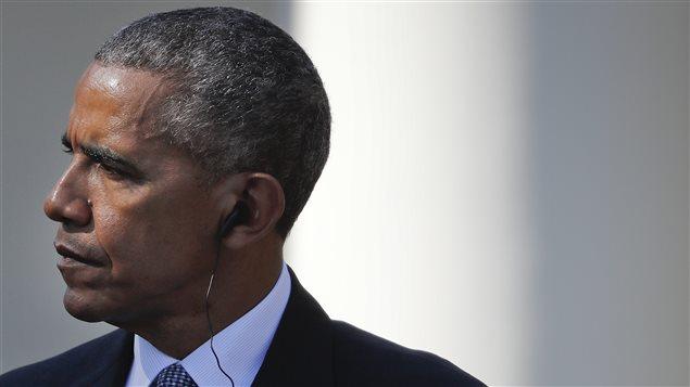 Barack Obama, président des États-Unis, écoute les réponses données par le premier ministre italien Matteo Renzi, lors d'une conférence de presse à Washington
