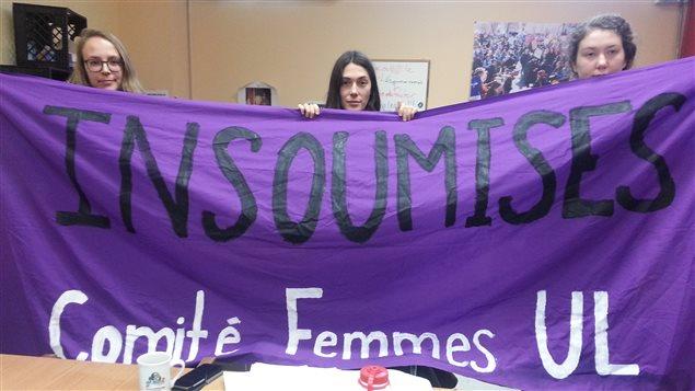 Le comité avait apposé des banderoles au pavillon Desjardins.