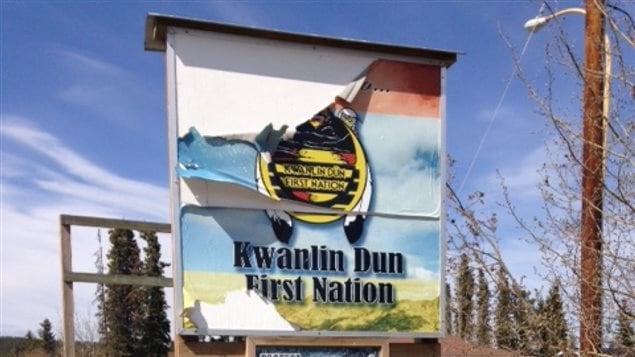 enseigne indiquant la Première Nation Kwanlin Dun