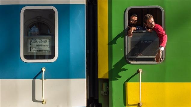Embarquement et départ de Budapest, Hongrie, vers l'Allemagne