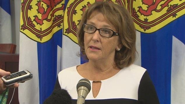 La ministre de l'Éducation de la Nouvelle-Écosse, Karen Casey.