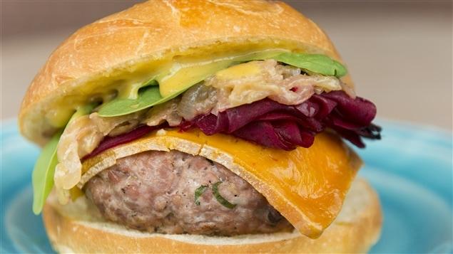Découvrez une recette de hamburger surprenante
