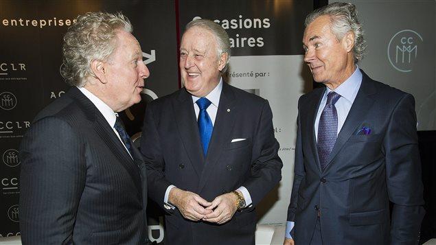 Pierre Pettigrew, envoyé spécial du Canada dans les négociations avec l'UE pour un accord de libre-échange, avec l'ex-premier ministre du Québec, Jean Charest et l'ex-premier ministre du Canada, Brian Mulroney