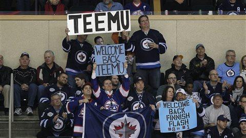 En décembre 2011, les partisans de Winnipeg accueillent pour la première fois le retour de Teemu Selanne à Winnipeg lors d'un match des Ducks d'Anaheim contre les Jets.