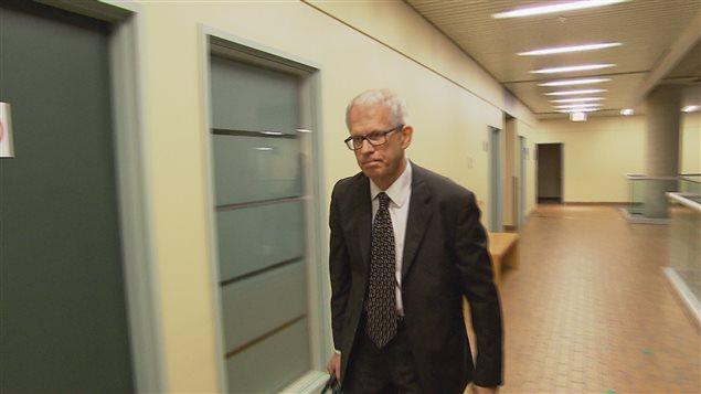 Dr Michael Shkrum, pathologiste de la défense