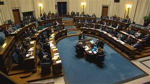 Les députés en chambre à l'Assemblée législative du Manitoba