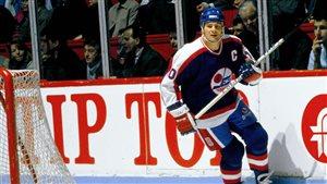 L'ancien capitaine des Jets de Winnipeg, Dale Hawerchuk, revient jouer une rencontre en plein air dans le cadre de la Classique héritage.