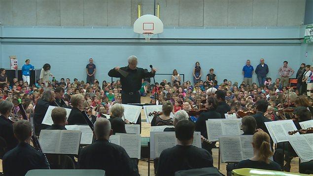 L'orchestre symphonique à l'école pour faire découvrir la musique classique