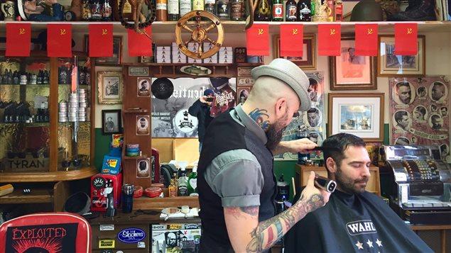 Franz, barbier à l'oeuvre