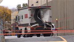 Vol spectaculaire d'un camion Garda à Pointe-Claire
