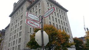 La rue Saint-Amable devient la rue Jacques-Parizeau.