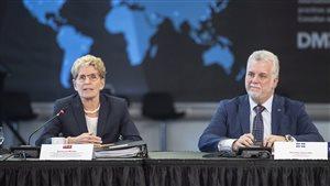 La première ministre de l'Ontario, Kathleen Wynne, et le premier ministre du Québec, Philippe Couillard, lors d'une conférence de presse à Toronto.