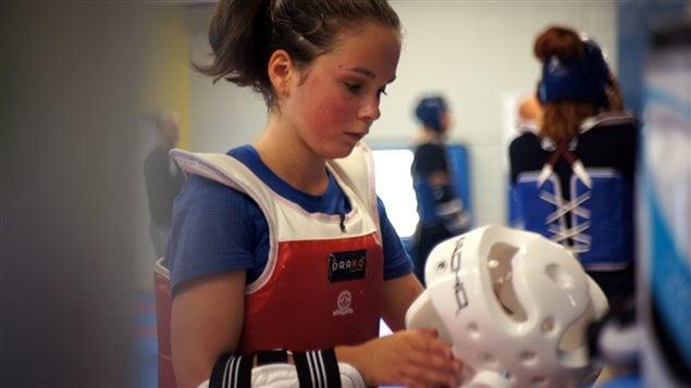 Odélie Boudreau, 13 ans, souffre d'un handicap visuel et pratique le taekwondo.