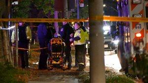 Les ambulanciers de la région de Peel ont été appelés vers 4 h samedi pour deux fusillades.