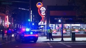 Une attaque au couteau est survenue samedi près de l'intersection des rues Granville et Nelson à Vancouver.