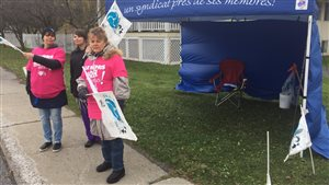 Des grévistes de la résidence 600 Bousquet de Drummondville