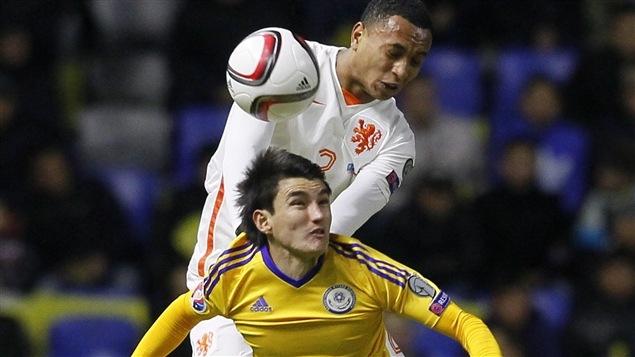 Frapper le ballon avec sa tête au soccer pourrait affecter la mémoire selon une étude.