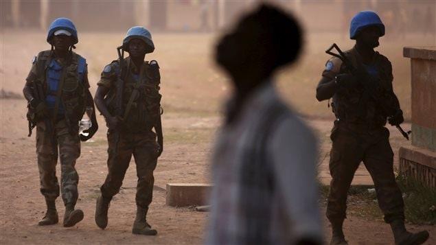 Des Casques bleus en patrouille dans Bangui, la capitale centrafricaine