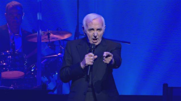 Charles Aznavour était au Centre Vidéotron dimanche soir.