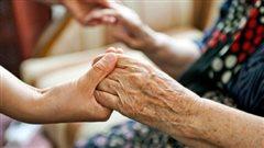 L'importance de parler de la maltraitance des aînés
