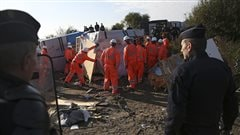 La «jungle» démantelée sous haute surveillance à Calais
